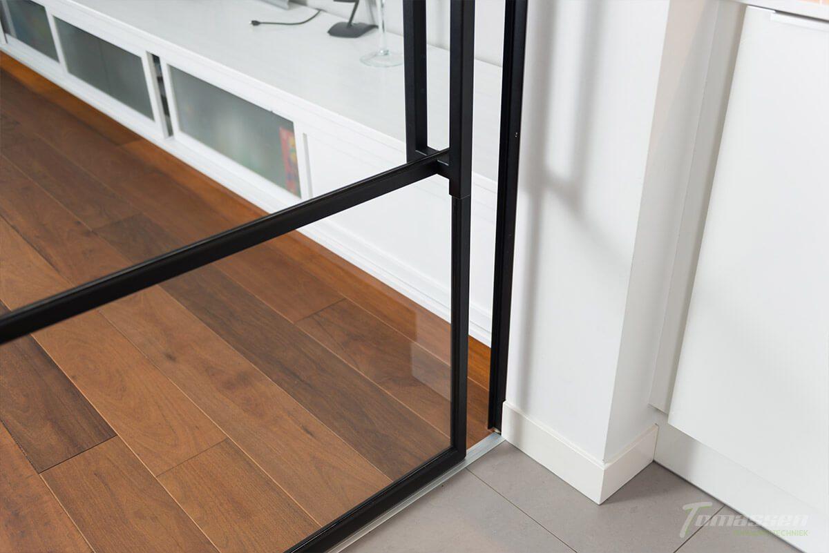 stalen deur woonkamer
